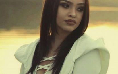Qëndresa Demaj, një këngëtare e re, por e talentuar, i shtohet botës së muzikës.